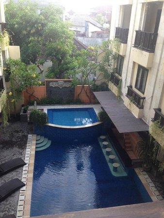 Losari Hotel & Villas: pool in the morning
