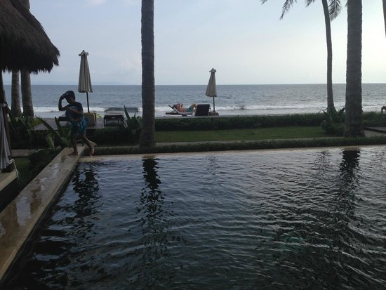 The Chandi Boutique Resort & Spa: Pool overlooking the beach!