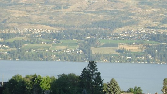 De Rosa Vineyard Bed and Breakfast : View across Lake Okanagan