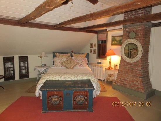 Olde Rhinebeck Inn: comfortable bed