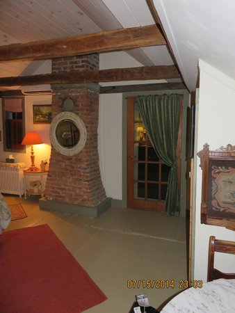 Olde Rhinebeck Inn: brick chimney passing through the bedroom