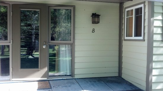 Patricia Lake Bungalows Resort: Entry