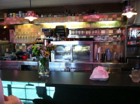 Al's Chickenette: The counter at Al's