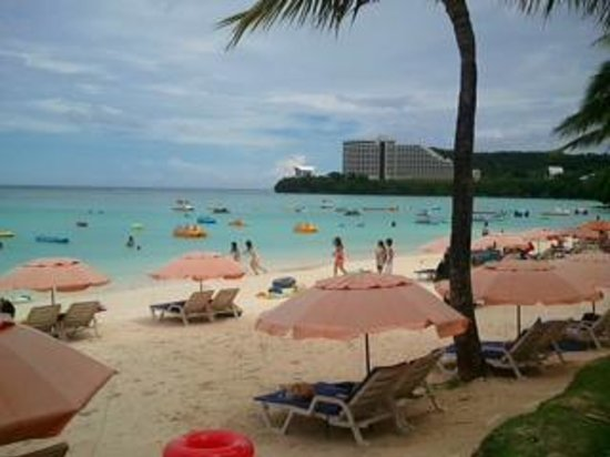 Outrigger Guam Beach Resort : beach