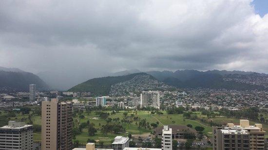 Hilton Waikiki Beach: Mountain View