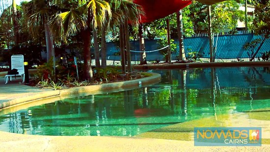 Nomads Cairns Backpackers and Serpent Bar: Swimming pool