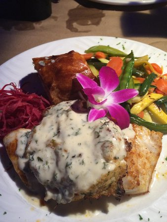 Snappers Sea Grill : stuffed grouper