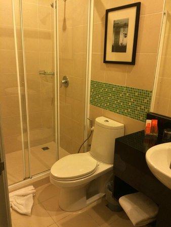 Legacy Express Sukhumvit by Compass Hospitality: Legacy Express Bathroom