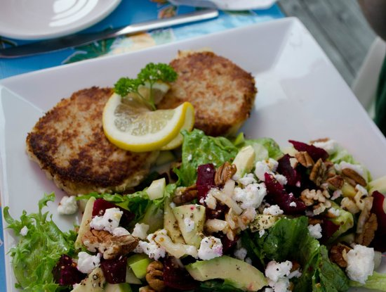 Magnolia's Grill: Fish cakes and beet salad - fantastic