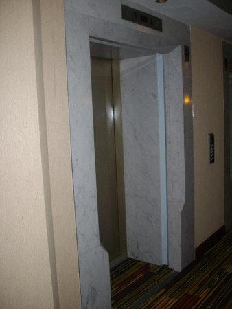 Kenzi Tower Hotel: Elevator