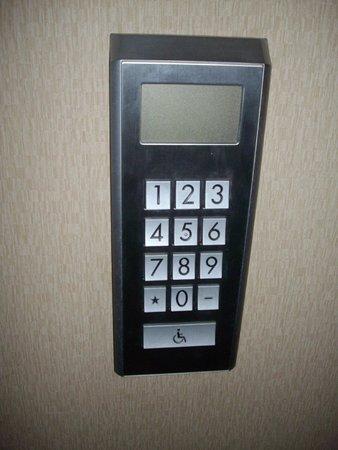 Kenzi Tower Hotel: Elevator Pad