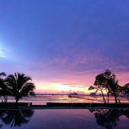 Islanda Hideaway Resort: colorful sky at Islanda