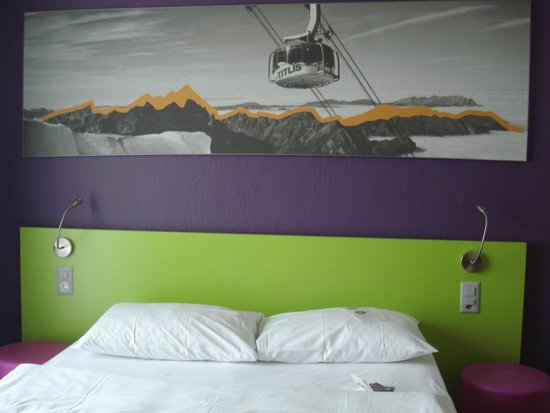 ibis Styles Luzern City: Vibrant color interiors