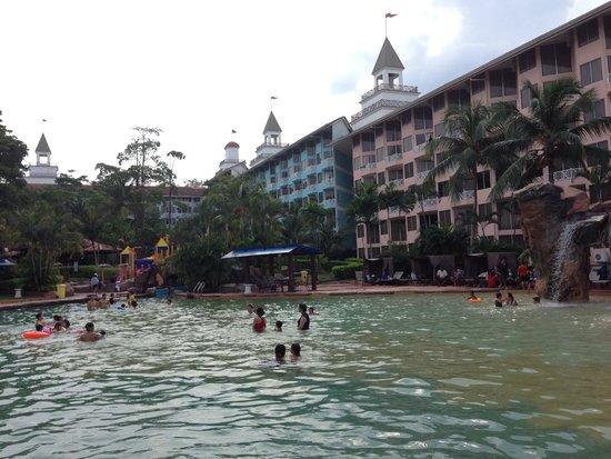 Lotus Desaru Beach Resort : Filthy, murky water park...
