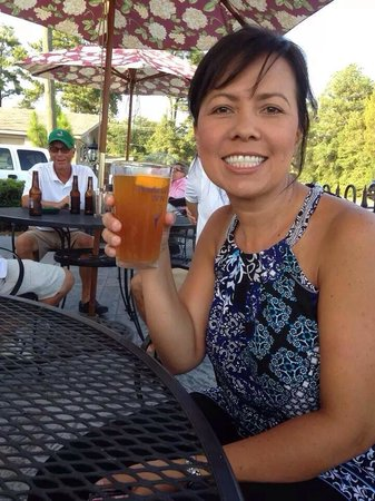 Maxie's Grill & Tap Room: Having a drink on the patio!