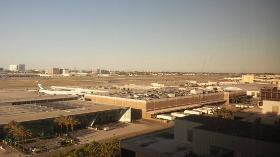 Hilton Los Angeles Airport: View of LAX from room