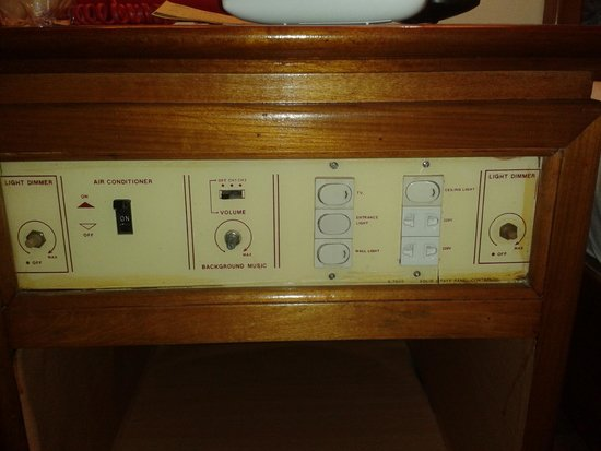 Saigon Cantho Hotel: Last century, control panel beside bed.