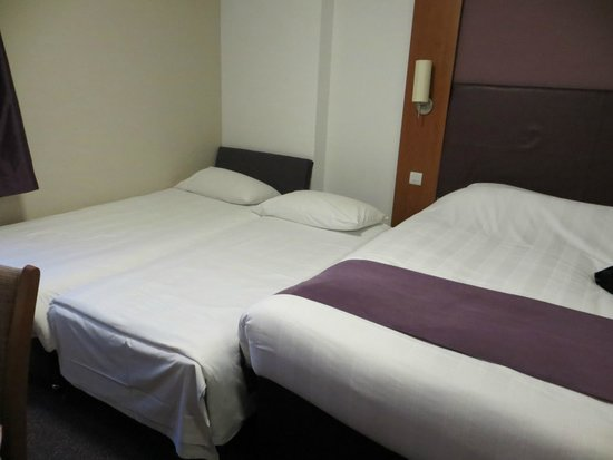 Premier Inn London City (Old Street) Hotel: Family room setup - cozy and comfortable