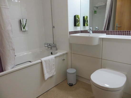Premier Inn London City (Old Street) Hotel: The bathroom appeared to be brand new