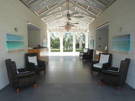 West Bay Club: entrance