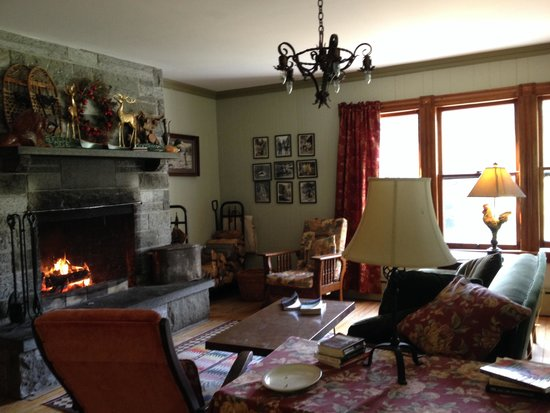 Keene Valley Lodge: Cozy firelight