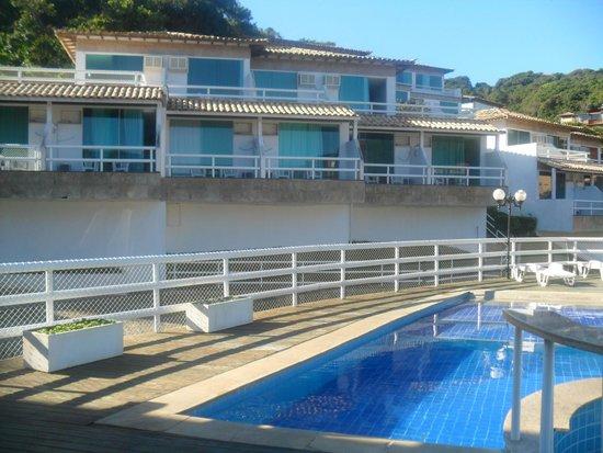 Hotel Pousada Experience Joao Fernandes: Vista desde la piscina hacia la habitación