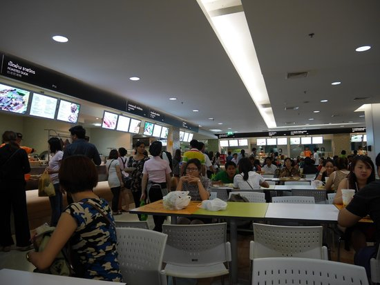 Platinum Fashion Mall : Interior of Platinum Mall Food Court