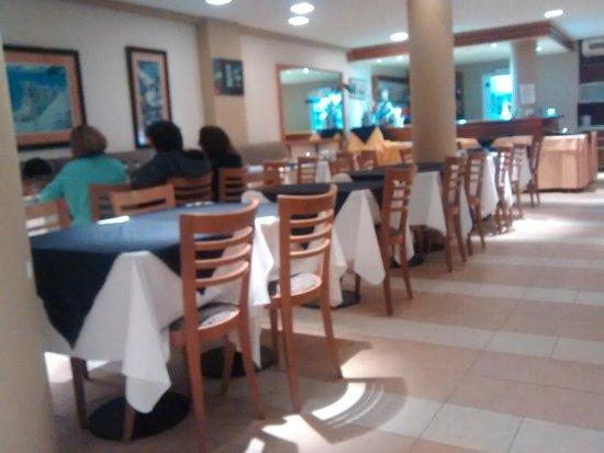Villa Gesell Spa & Resort: Comedor-restaturant del hotel en pb