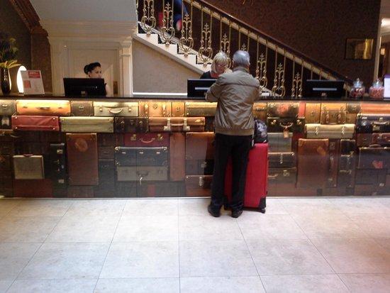 Hallmark Hotel The Queen, Chester : Unusual Reception Desk