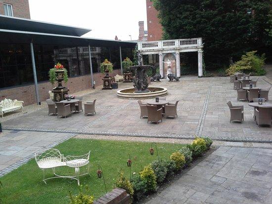 Hallmark Hotel The Queen, Chester: Massive Courtyard