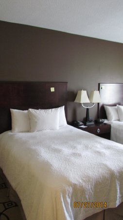 Hampton Inn & Suites Brunswick: Freshly laundered duvet cover