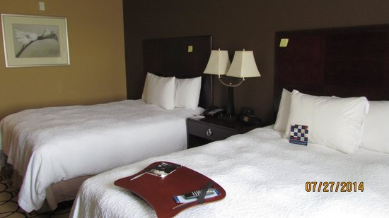 Hampton Inn & Suites Brunswick: Double Queen Suite