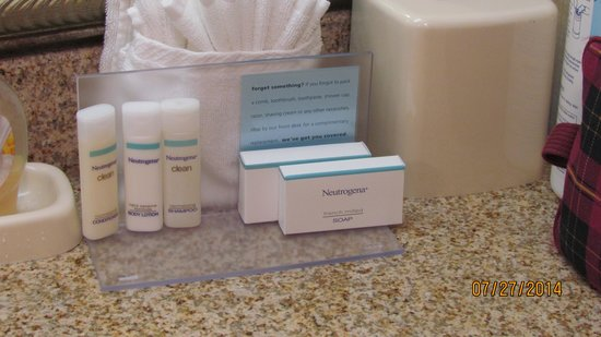 Hampton Inn & Suites Brunswick: Complimentary Neutrogena Toiletries