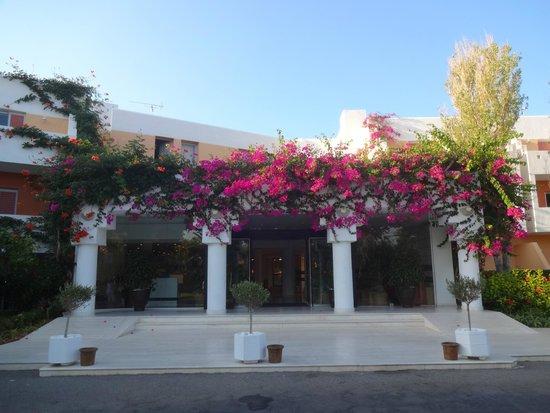 Anissa Beach Hotel : фасад отеля