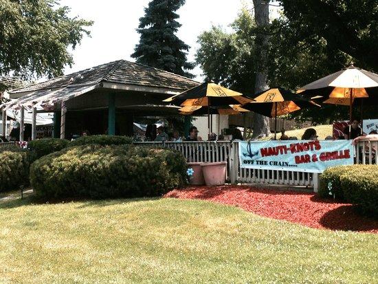 Nauti-Knots Bar and Grille: Nauti-Knots Outdoor restaurant and bar