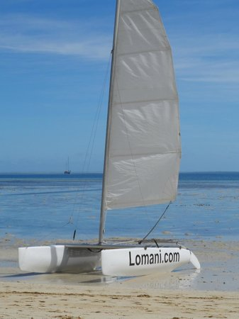 Lomani Island Resort: beach area
