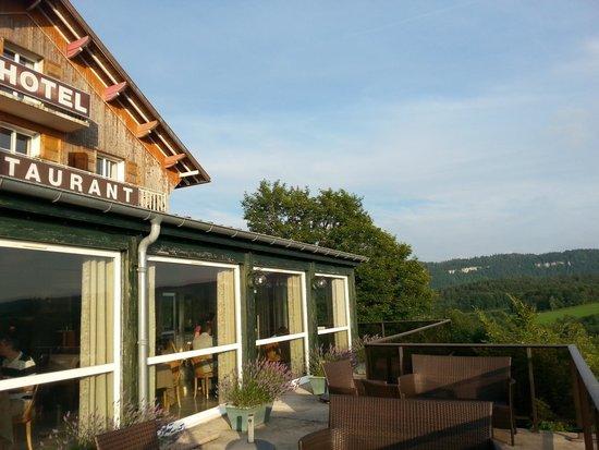 HOTEL LES ALPAGES : la terrasse
