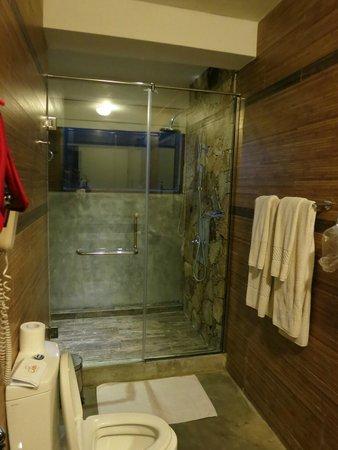 Laya Safari : Bath