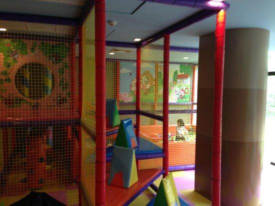 Holiday Inn Resort Krabi Ao Nang Beach: indoor playground - big slide and ball pool