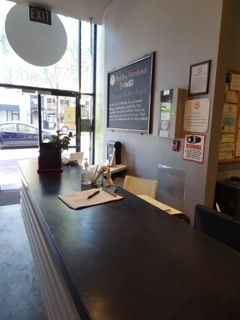 Hostelling International San Diego Downtown: Front Desk