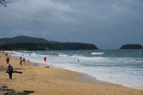 Pacific Club Resort : Karon Beach is a 10 minute walk