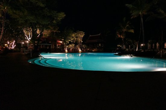 Centara Grand Beach Resort & Villas Hua Hin: Pool at night