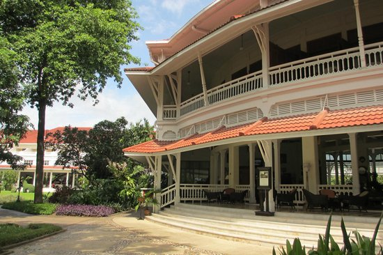 Centara Grand Beach Resort & Villas Hua Hin: Coffee on the terrace