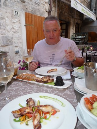 Mediterraneo Restaurant : Great food and wine