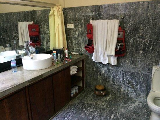 Talalla Retreat: Bath