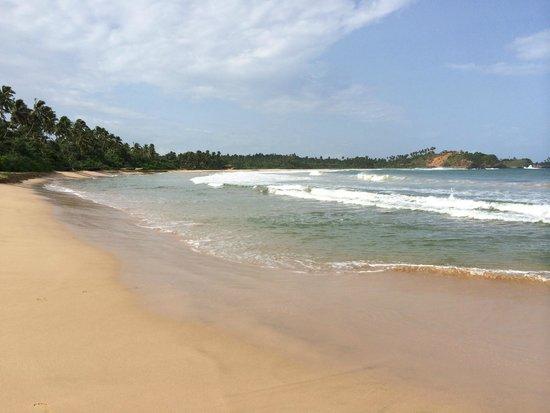 Talalla Retreat: Beach