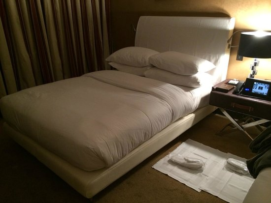 The Chatwal, A Luxury Collection Hotel, New York: Bed