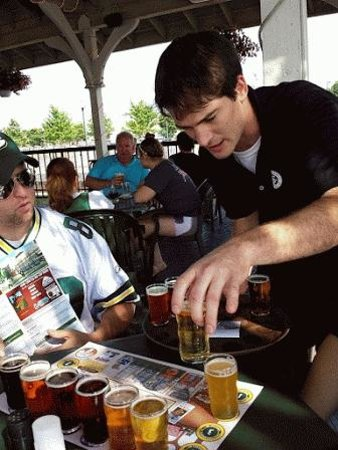 Titletown Brewing Company : The best waiter in Green Bay