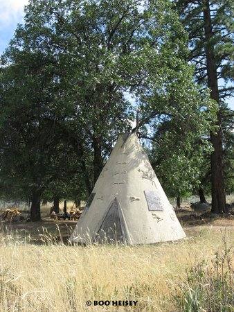 TeePee Motel along Old 395 Janesville, California - Photo by Storyboard Entertainment