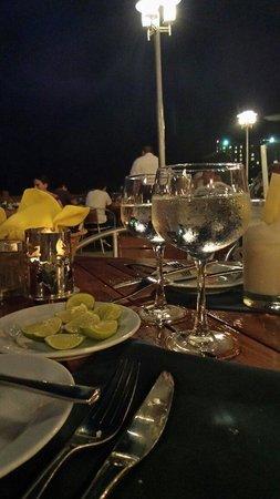 Azul Ixtapa Beach Resort & Convention Center: Cena em oyster bar